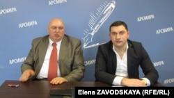 Брифинг Темура Надарая (слева) и Вадима Ехвая в АРСМИРА
