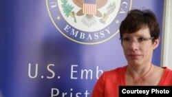 Американската амбасадорка во Косово Трејси Џејкобсон.