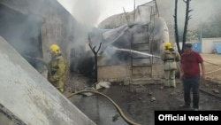 Эта фотография, опубликованная на сайте МЧС Узбекистана, по словам очевидцев, была сделана после того, как пожар, продолжавшийся четыре часа, погас сам по себе.
