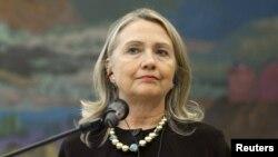 АҚШ мемлекеттік хатшысы Хиллари Клинтон баспасөз жиынында сөйлеп тұр. Загреб, Хорватия, 31 қазан 2012 жыл.