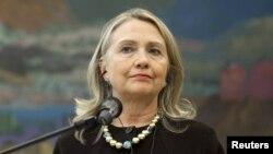 وزيرة الخارجية الأميركية هيلاري كلنتون في العاصمة الكرواتية زغرب حيث تحدثت عن ضرورة إجراء تغيير تشكيل قيادة المعارضة السورية.