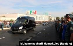 На улице Ташкента в день прощания с умершим президентом страны Исламом Каримовым. 3 сентября 2016 года.