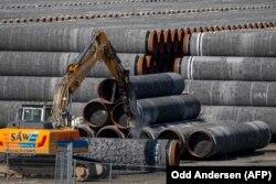 """Трубы для газопровода """"Северный поток -2 """" в германском порту Мукран 7 сентября 2020 года"""