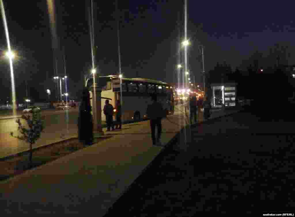 Ночной Ашхабад, февраль, 2021
