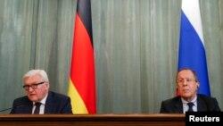 Pamje nga konferenca e sotme e përbashkët për gazetarë e ministrave Steinmeier (majtas) dhe Lavrov