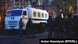 Российские силовики в Симферополе. Иллюстрационное фото