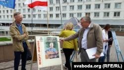 Георгі Станкевіч на пікеце правацэнтрысцкай кааліцыі ў Віцебску