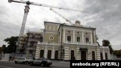 Рэканструкцыя Купалаўскага тэатра ў Менску