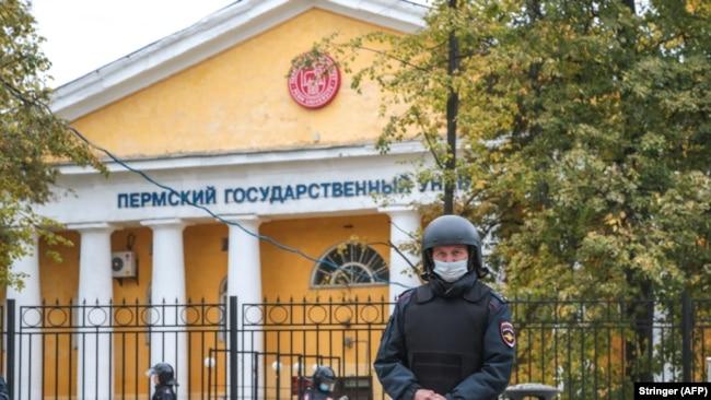 Оцепленная территория университета в Перми, Россия