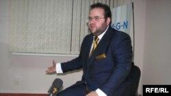 """Евгений Гуревич """"Азаттыктын"""" суроолоруна жооп берүүдө, 2009-жылдын 14-октябры."""