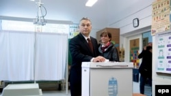 Premierul ungar Viktor Orban votează în referendumul din 2 octombrie, 2016