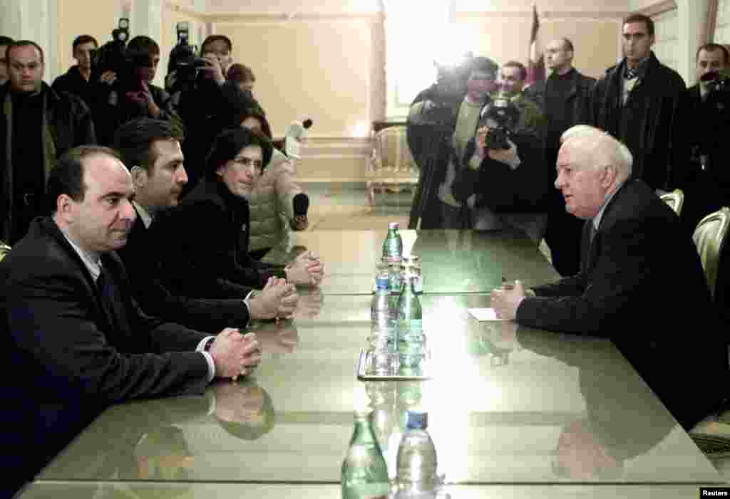 Mikheil Saakashvili (second from the left), opposition National Movement leader Zurab Zhvania (left), and parliament speaker Nino Burjanadze (third from left), leaders of the opposition bloc Burjanadze-Democrats, meet Georgian President Eduard Shevardnadze (right) in Tbilisi on November 9, 2003. Shevardnadze tried to ease tensions over allegations of election fraud by meeting with opposition leaders.