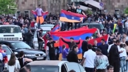 Вірмени святкують відставку уряду танцями і співами (відео)