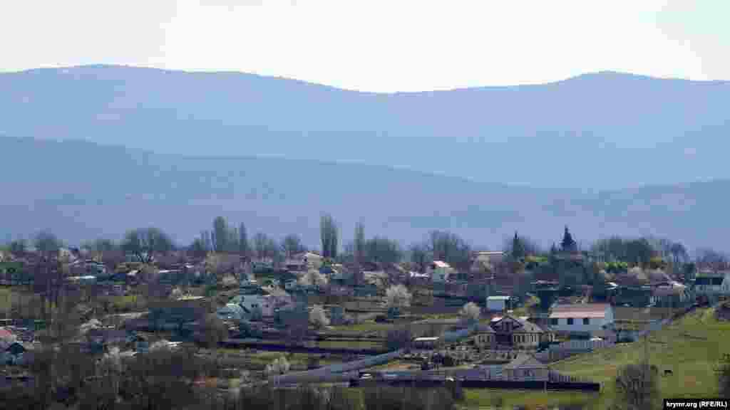 Село Передове розташоване в Байдарській долині