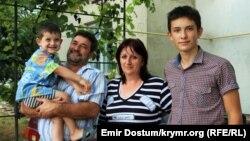 Таїр Смедляєв і його родина
