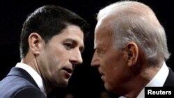 Joe Biden dhe Paul Ryan gjatë debatit në Kentucky