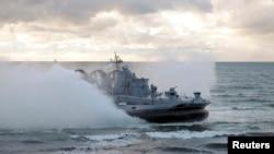 O navă militară rusă în timpul unor exerciții în apropierea coastelor baltice