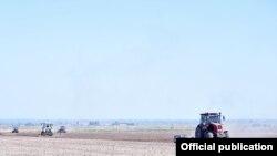 В Кыргызстане возник дефицит поливной воды. Наиболее острая ситуация сложилась в Чуйской области, где фермеры заявляют о риске потери всего урожая.