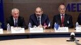 Премьер-министр Армении Никол Пашинян (в центре), Париж, 14 сентября 2018 г.