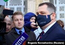 Посол Чехии в Москве Витезслав Пивонька отвечает на вопросы журналистов после визита в МИД РФ