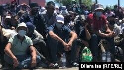 Қазақ-өзбек шекарасында бөгелген мигранттар. 3 шілде 2020 жыл.