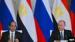 Президент Египта Абдул-Фаттах ас-Сиси (слева) и президент России Владимир Путин на встрече в Кремле. Москва, 26 апреля 2015 года.