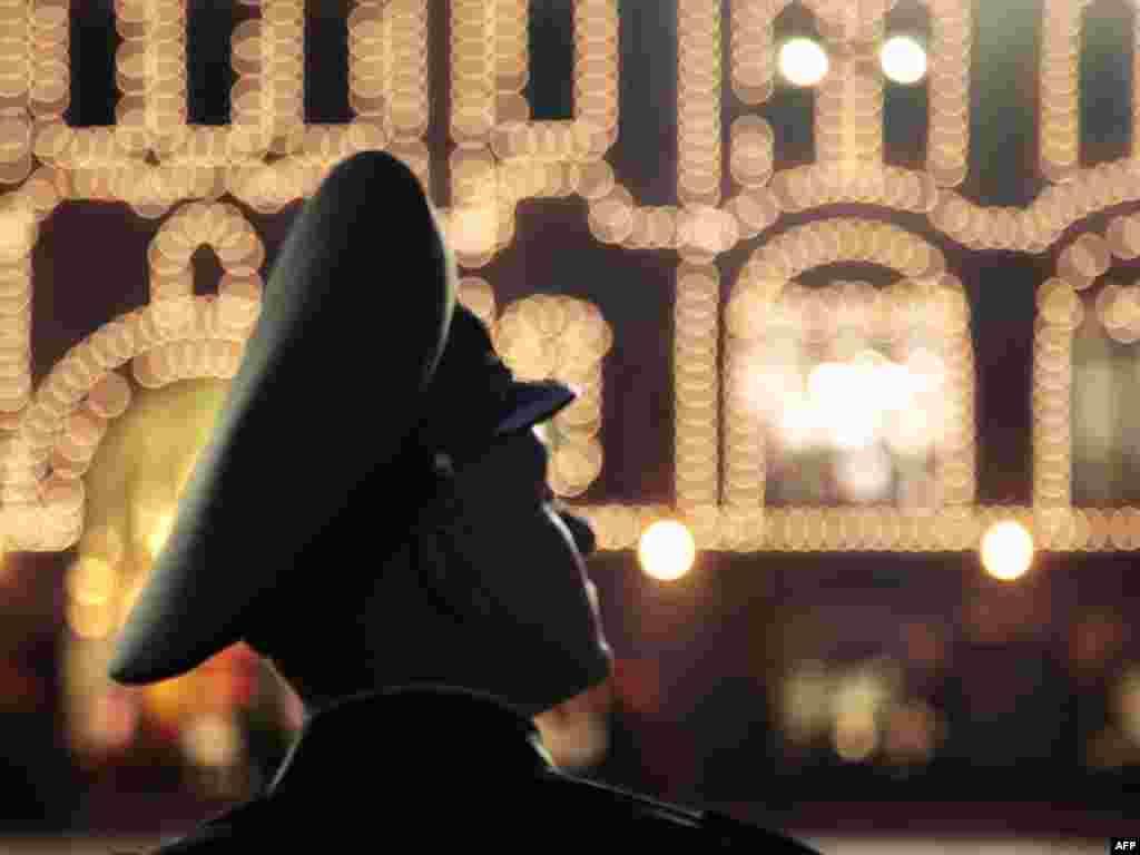 В Росії розпочалась підготовка до святкування 65-ї річниці перемоги союзників над гітлерівською коаліцією у Другій світовій війні. Усього в Росії пройде більше 60 парадів, всі вони почнуться одночасно.