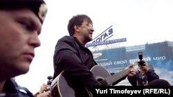Юрий Шевчук спел на Пушкинской площади