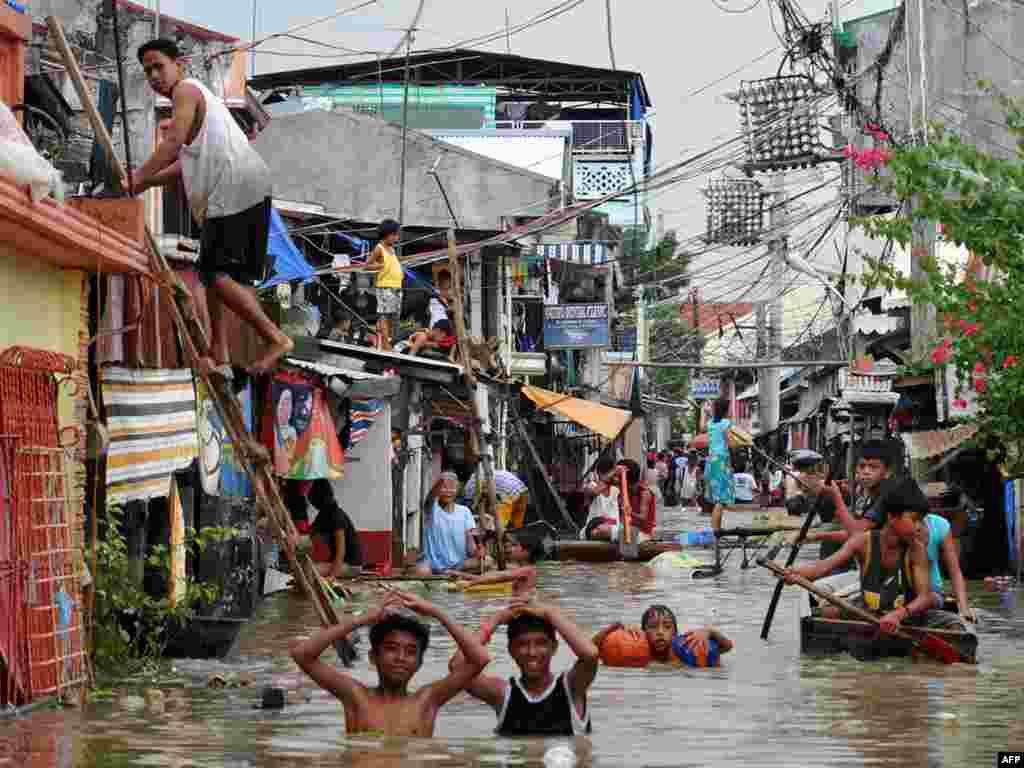 "Последствия тайфуна ""Кетсана"", город Бинан, Филиппины"