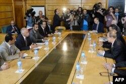 دبیر کل سازمان ملل در حال گفتوگو با نمایندگان دولت در تبعید یمن