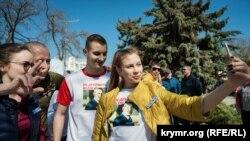 Діти російського мера Євпаторії Андрія Філонова Олександр і Дарина на пробіжці. Євпаторія, 6 квітня, 2019 року