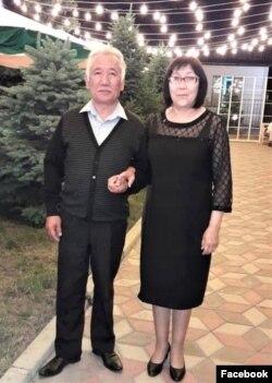 Илимпоз Гүлбара Орозова өмүрлүк жолдошу, профессор Абдыганы Халилов менен. Бишкек. 2020-жылдын 28-августу.