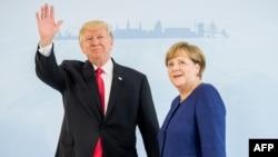 کاخ سفید می گوید، رهبران آمریکا و آلمان در خصوص «طیف وسیعی از الویتهای سیاست خارجی مورد علاقه دو کشور»گفت وگو کرده اند.