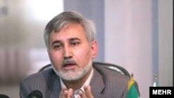 رسانه های نزدیک به اصول گرایان محمدرضا خاتمی را به دلیلی ملاقات با سفیر آلمان به «خیانت» متهم کرده اند. عکس از مهر