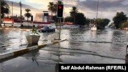مياه الأمطار تتسيد الشوارع في الكوت