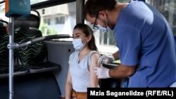Автобус вакцинации в Тбилиси (фотогалерея)
