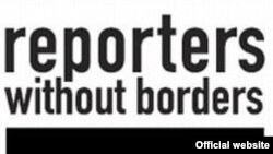 """""""Шекарасыз тілшілер"""" (Reporters without borders) ұйымының логотипі. (Көрнекі сурет)."""