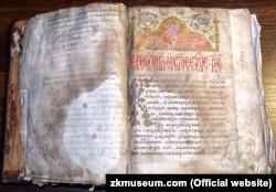 Королевське Євангеліє, переписане у 1401 році. Є визначною пам'яткою давньоукраїнської писемності. Було переписане на території сучасного селища Королева (Виноградівський район Закарпатської області). Містить 176 аркушів, прикрашене мініатюрами, заставками та ініціалами. Зберігається в Закарпатському краєзнавчому музеї