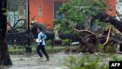 Последствия тайфуна на Филиппинах. Легаспи, 8 ноября 2013 года.
