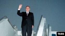 28 sentyabr, 2000-ci il. Heydər Əliyev ABŞ-da müalicədən sonra vətənə qayıdır
