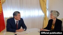 Встреча Алмазбека Атамбаева с исполнительным директором АБР Мишелин Окуэн.