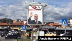 Slika turskog predsednika Erdoana na plakatu u Novom Pazaru, 9. oktobar 2017.