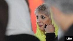 منصوره حسینی (خبرنگار و گوینده سابق شبکه من و تو) در پردیس چارسو محل برگزاری جشنواره جهانی فیلم فجر