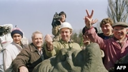 Viitori pensionari români, în martie 1990