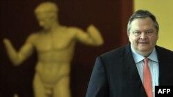 Евангелос Венізелос перед зустріччю з очікуваним прем'єром Андонісом Самарасом в Афінах 20 червня 2012 року