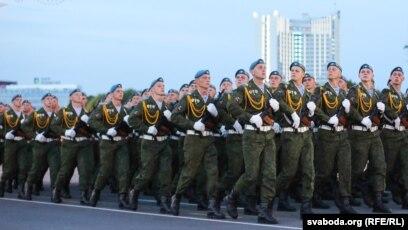 Беларускае войска на парадзе ў Менску