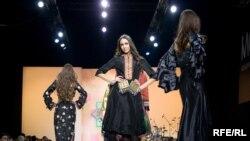 """Бишкекте """"Мода индустриясы -2010"""" аттуу эл аралык көргөзмө-жарманке өтүүдө."""