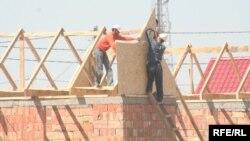 Рабочие на строительной площадке.