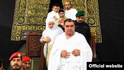 Таџикистанскиот претседател Емомали Рахмон и неговото семејство.