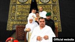 فقط سه روز بعد از امضای این توافقنامه امام علی رحمان برای ادای مراسم حج عمره به عربستان سعودی رفت.